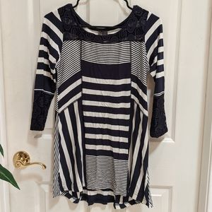 Skye's the Limit Blue/White Tunic w/Lace Sleeve XS